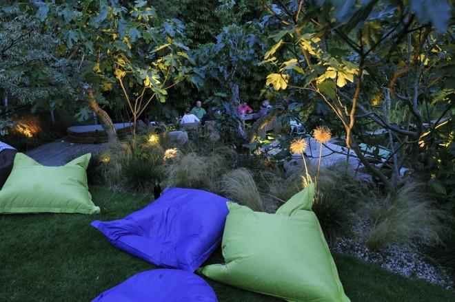 Poufs de jardin et éclairage au jardin